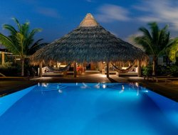 Bonaire Island hotels with swimming pool