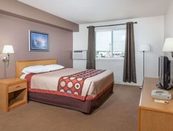 Medicine Hat hotels with swimming pool