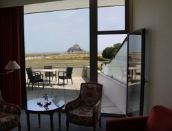 Le Mont-Saint-Michel hotels with restaurants