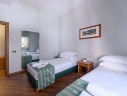 Nettuno hotels with sea view