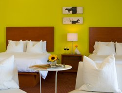 Pets-friendly hotels in Claremont