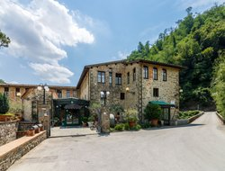 Pescia hotels with swimming pool