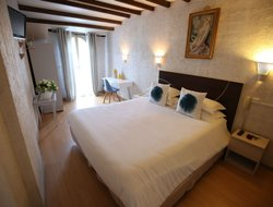 Top-10 hotels in the center of Arles