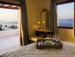 Top-10 romantic Akrotiri hotels