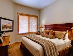 Steamboat Springs hotels with swimming pool