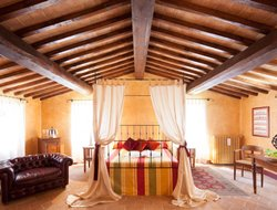 Todi hotels with restaurants