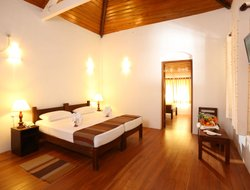 Anuradhapura hotels with restaurants