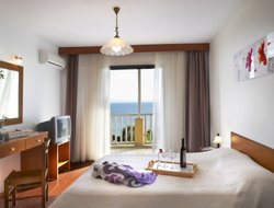 Pets-friendly hotels in Elia Beach