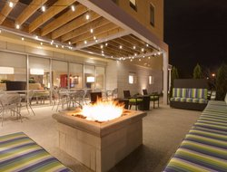North Canton hotels with restaurants