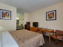 Fountain Valley hotels with swimming pool