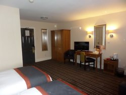 MILTON KEYNES hotels with swimming pool
