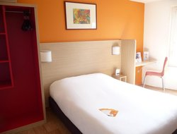 Cergy hotels with swimming pool
