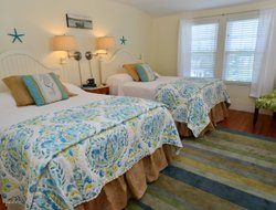 Boothbay Harbor hotels with restaurants