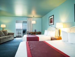 Mackinaw City hotels with lake view