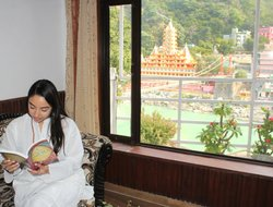 Rishikesh hotels with river view