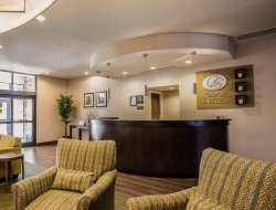 Huntersville hotels with restaurants