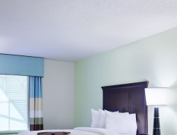 Altamonte Springs hotels with swimming pool