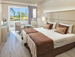 Top-6 hotels in the center of Los Cristianos