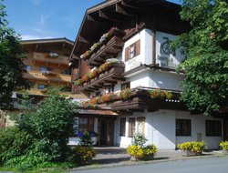Kaprun hotels with swimming pool
