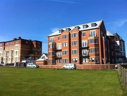Whitby hotels with sea view