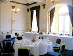 Ayr hotels with restaurants