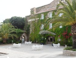 Tarascon hotels with restaurants
