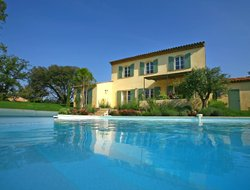 La Motte hotels with swimming pool
