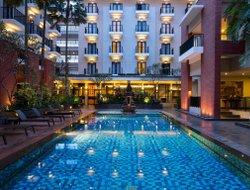 Malang hotels with restaurants