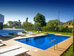 Cefalu hotels with swimming pool