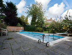 Wimbledon hotels with swimming pool