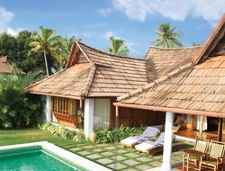 Kumaragam hotels with swimming pool