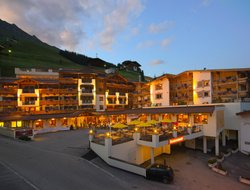 Hintertux hotels with restaurants