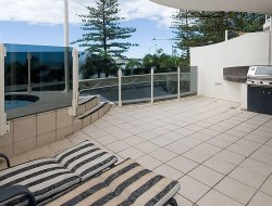 Mooloolaba hotels with swimming pool