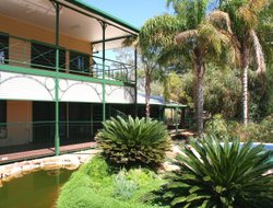 Alice Springs hotels with swimming pool