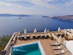 Top-10 romantic Santorini Island hotels