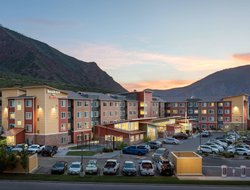 Glenwood Springs hotels with swimming pool