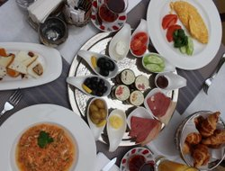 Istanbul hotels with restaurants