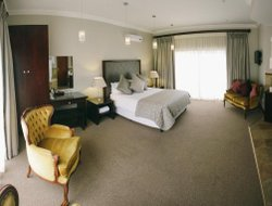 Bloemfontein hotels with restaurants