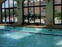Braintree hotels with swimming pool