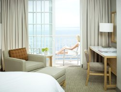 Monterey hotels with restaurants