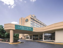 Top-10 hotels in the center of Secaucus
