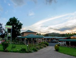 Glen Innes hotels for families with children