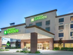 Top-8 hotels in the center of Elk Grove Village