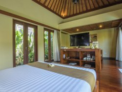 Seminyak hotels with restaurants