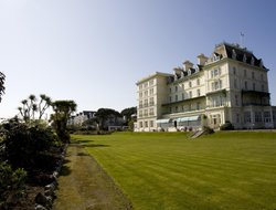 Top-7 romantic Falmouth hotels