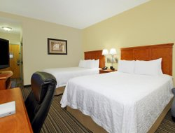 Austinburg hotels with restaurants