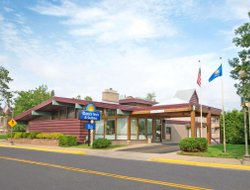 Rhinelander hotels with swimming pool