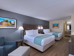 Port Aransas hotels with swimming pool