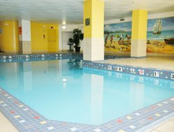 Detroit hotels with swimming pool