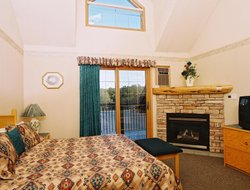 Pets-friendly hotels in Waterton Lakes